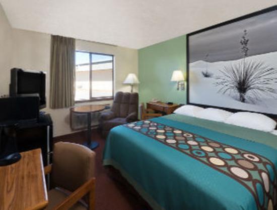 Super 8 Alamogordo : 1 King Bed Room
