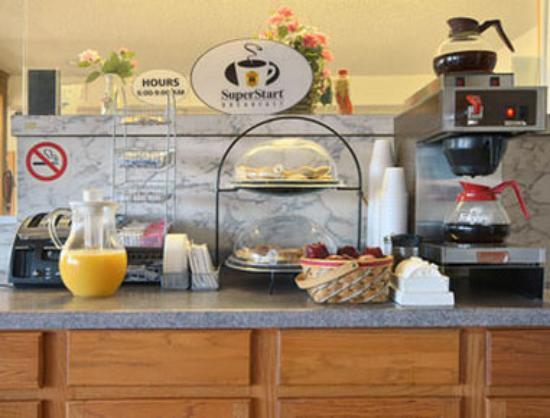 Super 8 Elk City: Breakfast Area