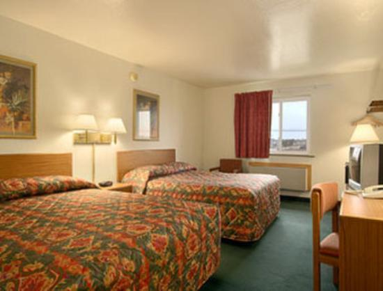 Super 8 Springfield East: Standard Two Double Bed Room