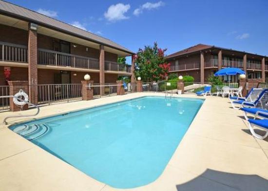 Quality Inn, Mount Airy: pool