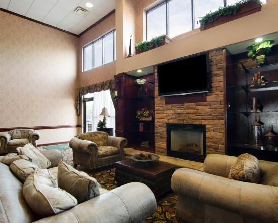 Quality Inn & Suites : VALobby Sitting