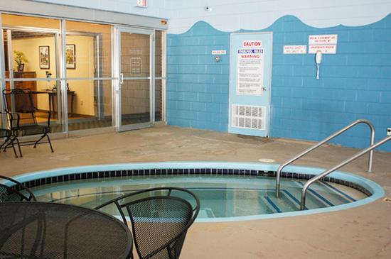 Americas Best Value Inn - Campus View: Indoor Whirlpool