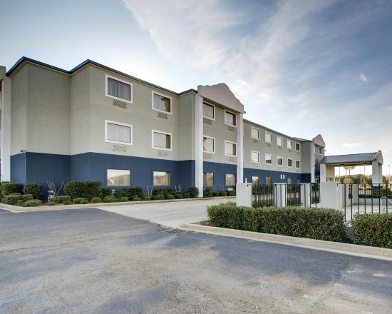 Photo of Quality Inn & Suites Jackson Int'l Arpt. Pearl
