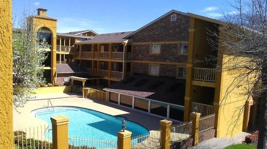 Nashville Airport Inn & Suites: Exterior view