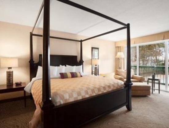 Ramada Wayne Fairfield Area: 1 Queen Bed Bridal Suite