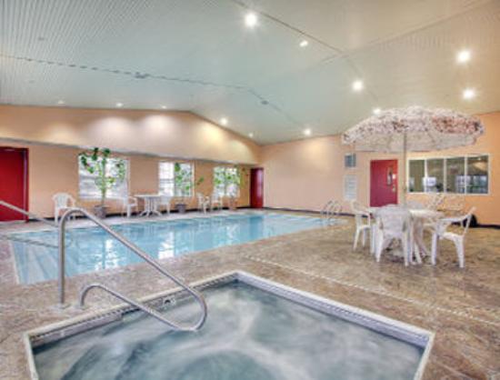 Ramada Sellersburg/Louisville North : Pool