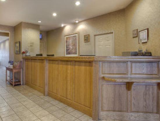 Ramada Sellersburg/Louisville North : Front Desk