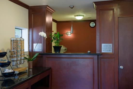 Americas Best Value Inn & Suites - Wine Country: Lobby