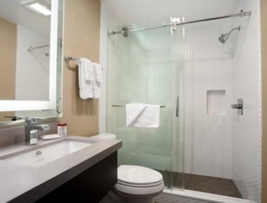 Ramada Marina Del Rey : Bathroom