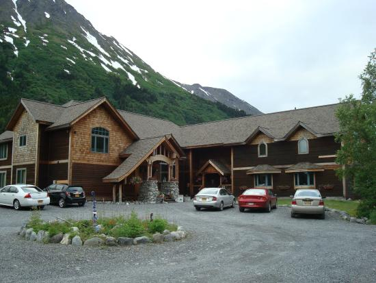 Inn at Tern Lake: Front/Parking