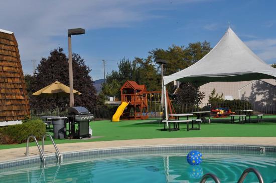 Rodeway Inn: Pool Area