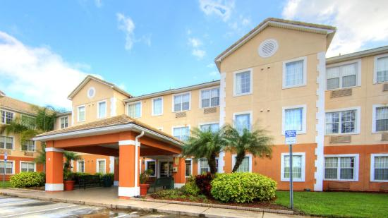 Crestwood Suites Extended Stay Hotel: Exterior view