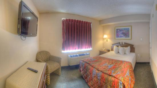 Intown Suites Orlando/florida Turnpike: Guest room