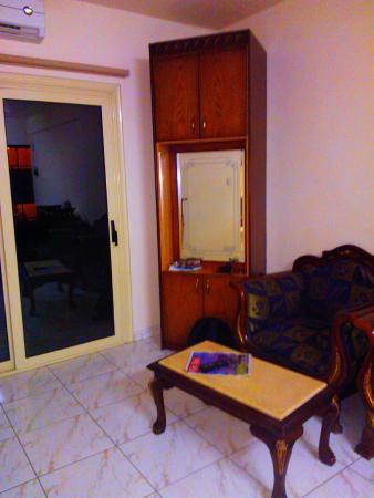 Chrysanthos Boutique Apartments : Гостиная, совмещенная с кухней