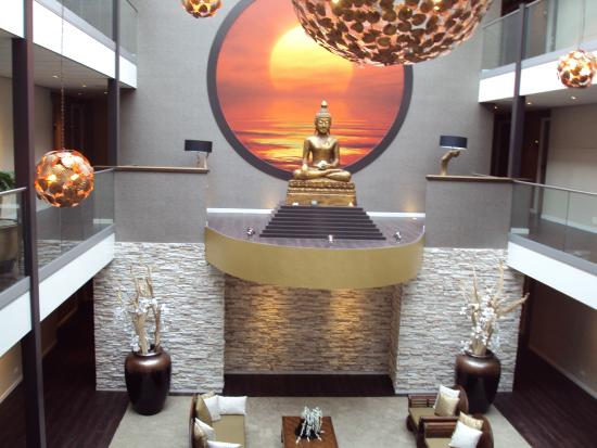 Hotel Thermen Bussloo: What a Budha like that has to do in a place like this?