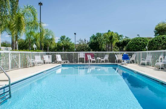 Sleep Inn Near Busch Gardens/usf: Fl Pool