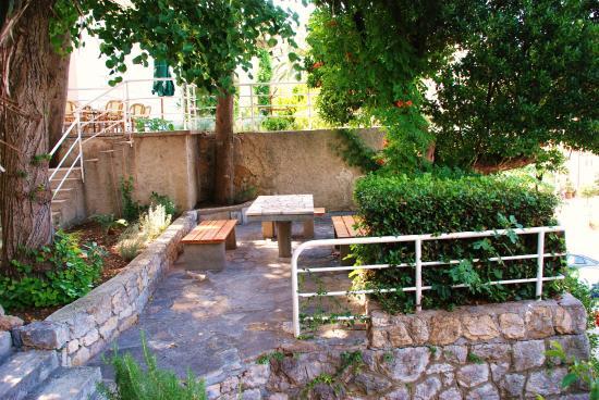 Villas Arbia - Villas Rio & Magdalena: Garden sitting area