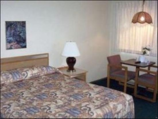 Economy Inn Reedsport: Guest room