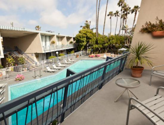 Travelodge Hotel LAX Los Angeles Intl: King Pool Area Guest Room