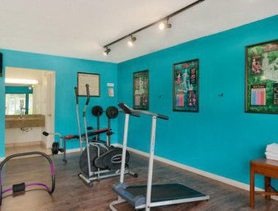 Travelodge Inn and Suites Jacksonville Airport: Gym/Fitness Room