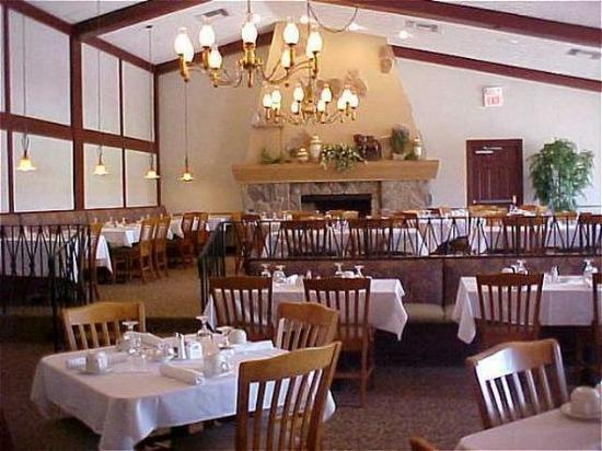 Waterford Estates Lodge South Bend: Restaurant Lismore Fireplace
