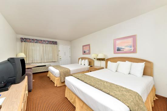 Americas Best Value Inn & Suites: Two Queen Bed Guest Room
