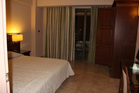 Porto Platanias Beach Resort & Spa: Bedroom
