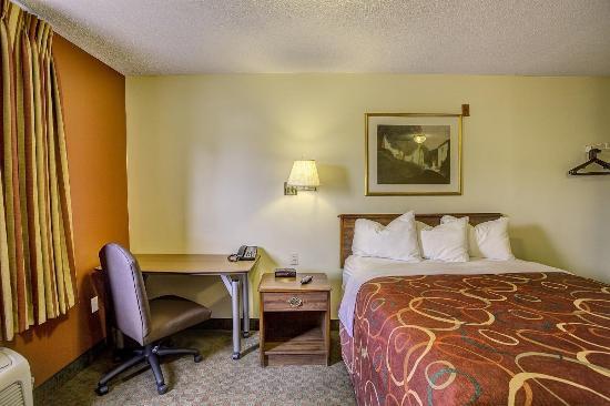 InTown Suites Clarksville: Guest room