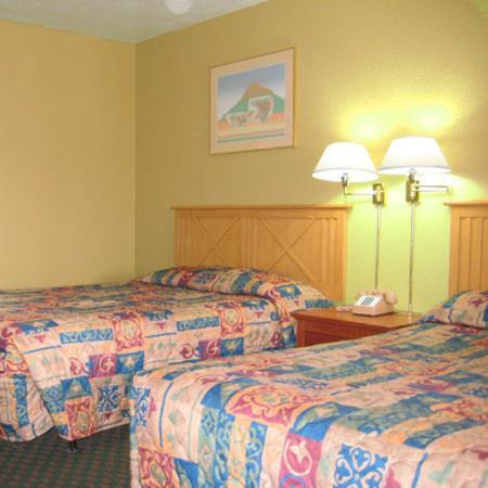 Anaheim Hacienda Inn & Suites Disneyland: Anaheim Hacienda Anaheim CABed