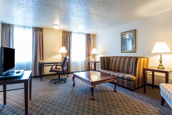 Ben Lomond Suites Historic Hotel, an Ascend Collection Hotel: UTDBLQUEEN
