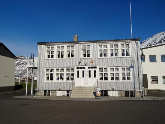 Einarshusid Guesthouse