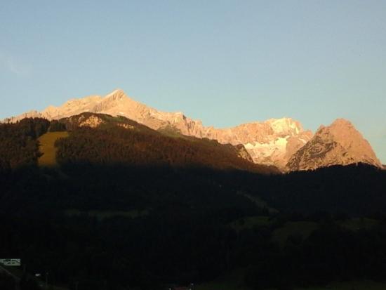 Zur Schonen Aussicht Hotel Garni : un beau matin qui s'annonce , vu du balcon toujours !