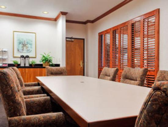 Wingate by Wyndham Houston / Willowbrook : Boardroom