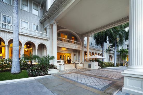 Moana Surfrider, A Westin Resort & Spa : Exterior