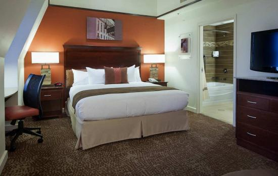 The Emily Morgan Hotel - a DoubleTree by Hilton : The Emily Morgan King Bedroom