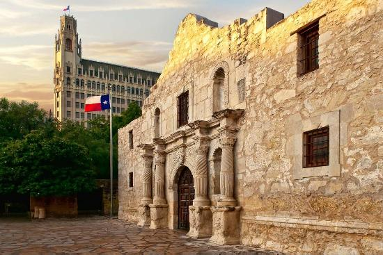 The Emily Morgan Hotel - a DoubleTree by Hilton : The Alamo with Hotel in background