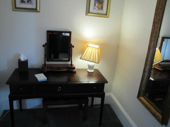 The Willowsmere : Writing desk as you walk into the room