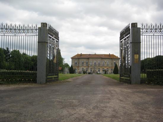 Ecouche, فرنسا: Entrance gates
