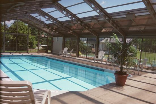 Sun & Ski Inn and Suites: Indoor/Outdoor Pool
