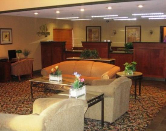 Auburn Red Lion Inn & Suites : Lobby