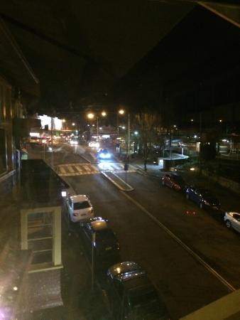 The Metropole Guesthouse: View towards Katoomba station