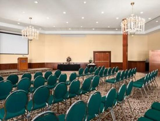Travelodge Strathmore: Heritage Ballroom - Theatre