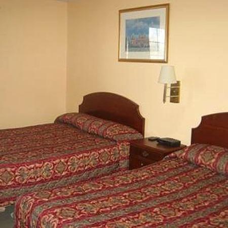 Caravan Inn Niagara Falls: Double Bed