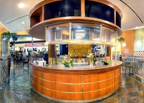 Quality Inn & Suites Yellowknife: Bar Lounge