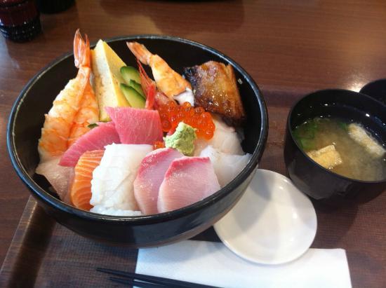 Yabase : Kaisen-don (rice bowl with fresh sashimi)