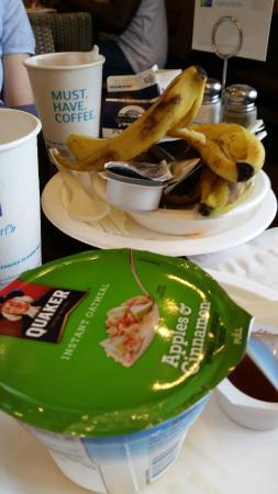 هوليداي إن إكسبرس هوتل آند سويتس كامبردج: Unschöne Seite des Frühstücks (Müll)