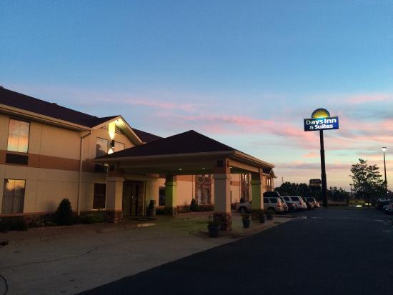 Days Inn & Suites Commerce: Beautiful morning in Georgia!