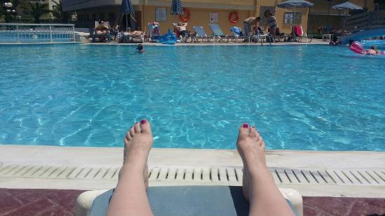 Tsilivi Beach Hotel: Chilling at the pool