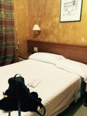 Hotel Lella: Blick ins Zimmer von der Tür
