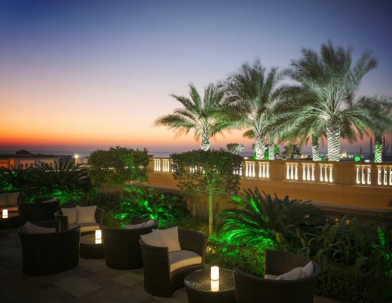 Sofitel Dubai Jumeirah Beach: Infini Pool Lounge